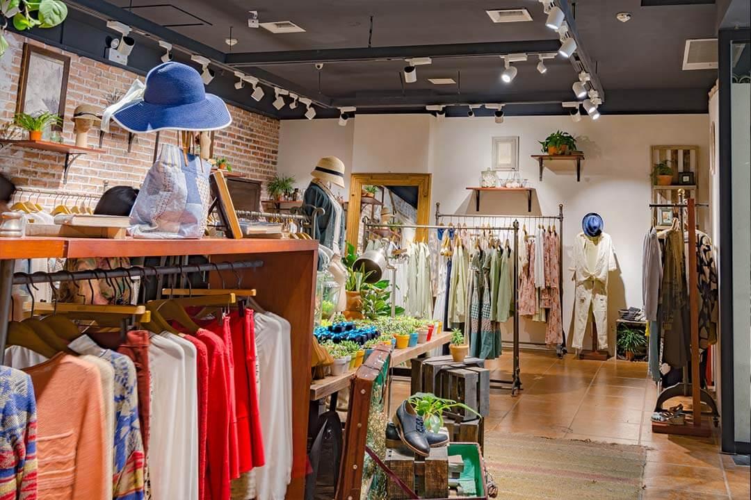 35f4f60e7a7b Le tendenze 2019 per arredare un negozio di abbigliamento - Galletti